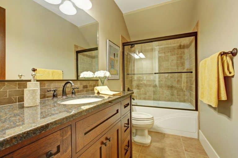 Bathroom Organization : Ten Things To Throw Away