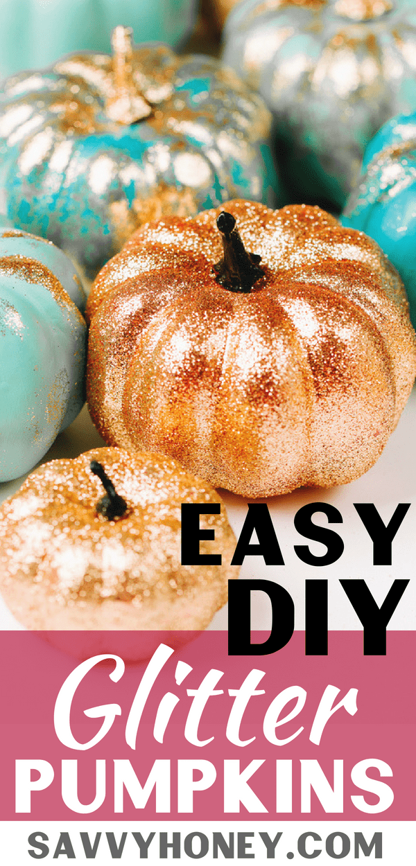 This glitter pumpkin decorating idea is so EASY!  No carve pumpkins for Halloween!  What a creative DIY Halloween & fall decoration! #halloween #pumpkin #fall #falldecor #halloweendecorations