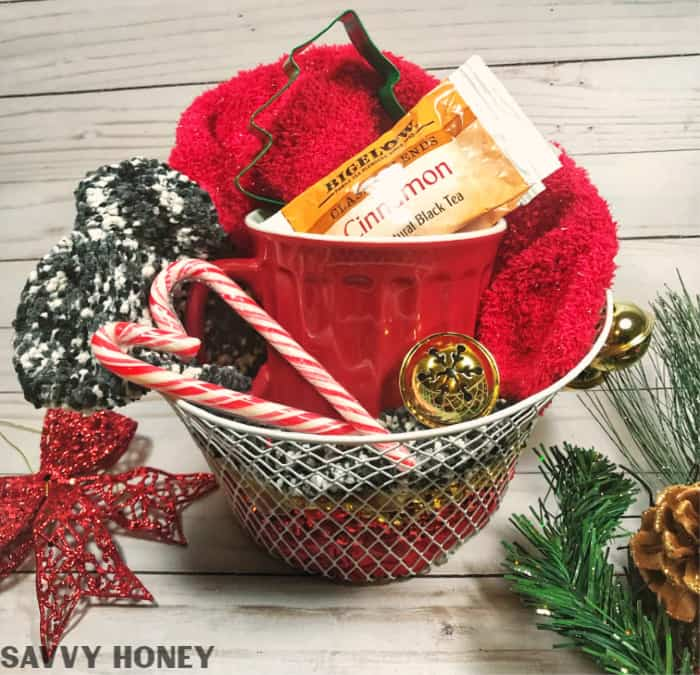 Christmas Gift Baskets Ideas.5 Crazy Cheap Christmas Gift Baskets From The Dollar Store